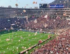 مصر اليوم - الجماهير تقتحم ملعب مباراة نيس ومارسيليا في الدوري الفرنسي وسط أعمال شغب وفوضى