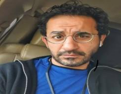 مصر اليوم - أحمد حلمي يسخر من رونالدو بعد هاتريك محمد صلاح