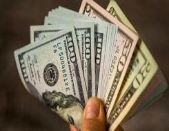 مصر اليوم - الدولار يتراجع عن مستويات قياسية بلغها في 9 أشهر