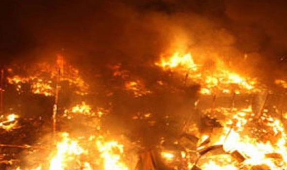 مصر اليوم - حريق ضخم في مصنع للمنتجات البلاستيكية في مصر