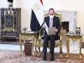 مصر اليوم - السيسى يضع أكاليل الزهور علـى قبـور الجنـدي المجهـول والسادات وعبد الناصر