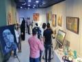 مصر اليوم - خالد حمزة رسام سوري يعيد تشكيل الجسد عبر الأفكار والألوان بطريقة مبدعة