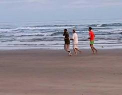 مصر اليوم - غرق 3 أشقاء أمام أحد شواطئ الساحل الشمالي