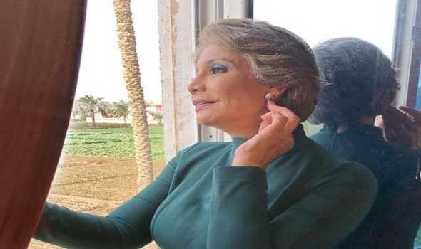 مصر اليوم - سوسن بدر تظهر بشكل مختلف في كواليس تصوير مسلسلها السيدة زينب