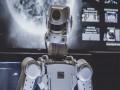 مصر اليوم - مهندسان مصريان يساهمان في ابتكار أول روبوت مبدع فنيا في العالم