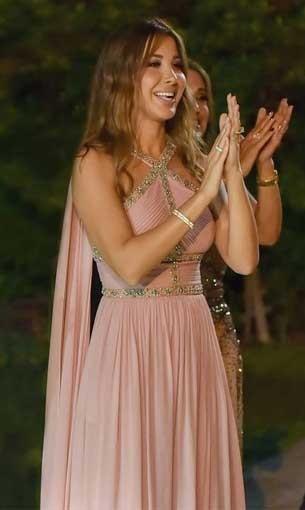 مصر اليوم - نانسي عجرم تتألق بفستان زهري من إيلي صعب